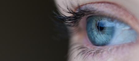 Un nuovo impianto retinico per fermare la degenerazione maculare