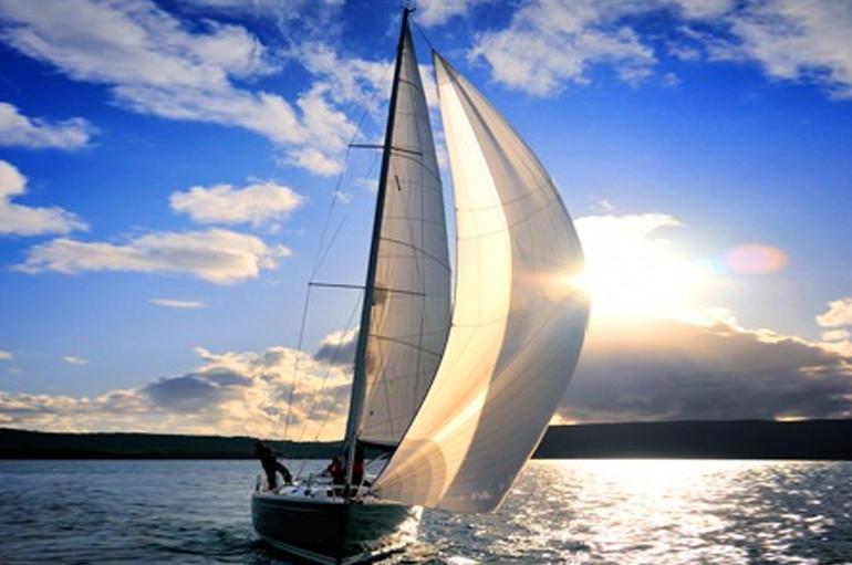 Team building in barca a vela for Barche al largo con cabine